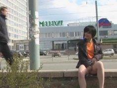 Teenie flashes body outdoors