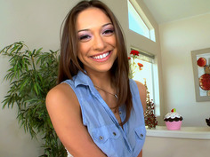 Sara Luvv giving interview and showing her tits