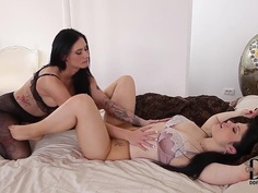 Fetish lesbo scene from Isla and Lucia Love