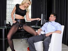 Gigi Allens & Seth Gamble in Naughty Office