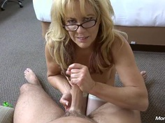 Natural Cougar takes a huge facial
