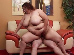 Fat girl seduces pretty mate to bang her very well
