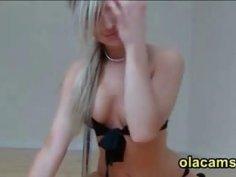 Hot blonde teen dance naked on web