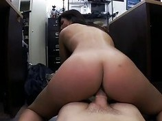 Amateur babe pawns her pussy and pounded
