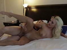 Pretty blond hottie chick Cameron Dee