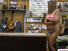 Hot amateur babe with glasses gets fucked by pawn guy