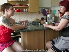 OLDNANNY mature and teen lesbians