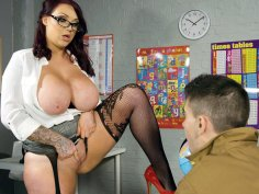 Busty teacher Harmony Reigns gets pussy licked on the desk