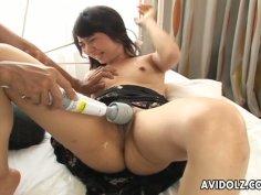 Kinky Japanese jade Aimi Nakatani squirts on cam