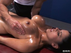 Diamond Kitty enjoys superb massage made by Johnny Sins