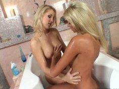 Mutual lesbo pleasures with Jasmin and Bambi in bathroom