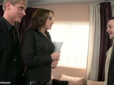 Deepthroating professional Andy Brown works with her mouth in threesome