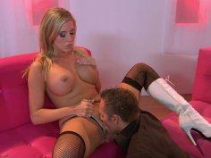 Buxom blondie Samantha Saint gets her quim licked