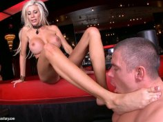 Flexible Puma Swede gets her toes sucked hard