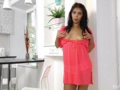 Exotic beauty Tanaia Jay cums hard on her powerful vibrator