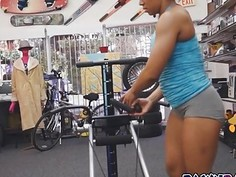 Muscular Chick naked while having an equipment demo