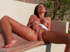 Zesty brunette beauty Florinda fingers her pink cooch
