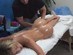 Amy seduced and fucked by her massage therapist on hidden camera